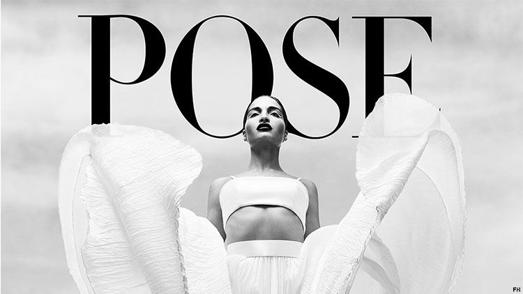 pose33